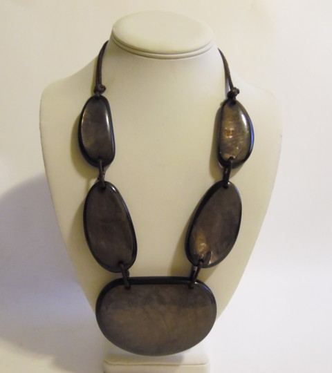 Other 21 Inch Resin Stone Statement Necklace Image 6