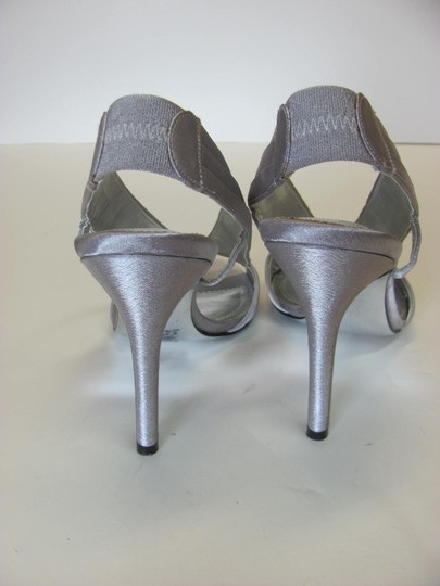 Nina Size 7.50 M Good Condition Silver Sandals Image 2