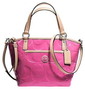 02410caec13 Coach Signature Totes - Up to 70% off at Tradesy (Page 21)