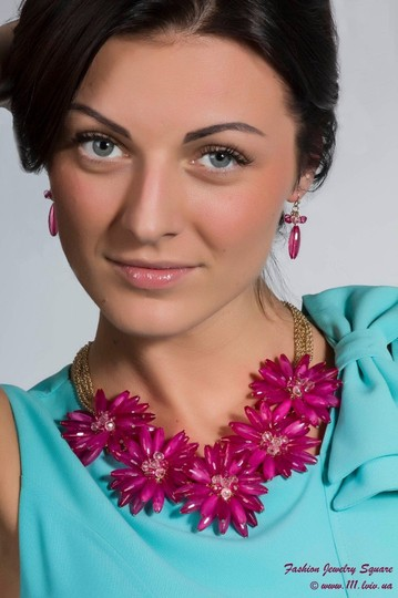 Unknown Chunky Fuchsia Flower Collar Statement Necklace Set