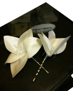 David's Bridal White crystal flower silver bobby pin hair set