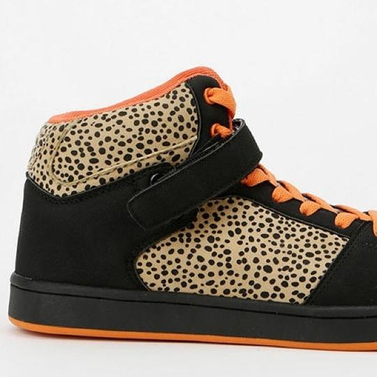 Urban Outfitters Size 9 Athletic