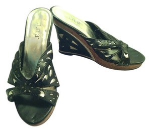 a.n.a. a new approach Black and silver Wedges