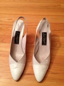 Lord & Taylor White Beige Slingbacks Size US 9.5 Narrow (Aa, N)