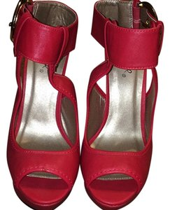 Qupid Red Platforms