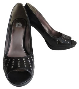 R2 Silver Studded Heels Size 8 Black Pumps