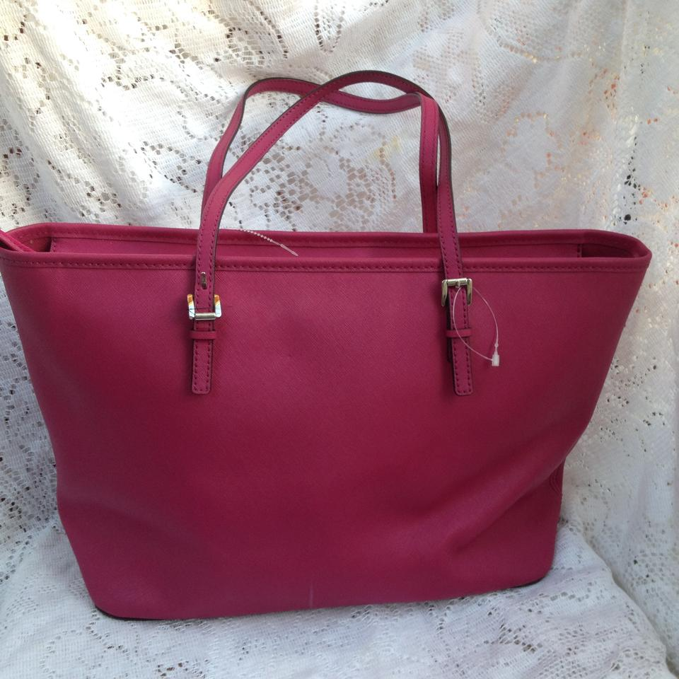 f4ad71ad08fd Michael Kors Jet Set Travel In Saffiano Leather Tote in Fuchsia Image 8.  123456789