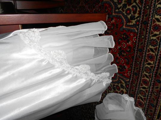 VAL MODE LINGERIE SEXY, GORGEOUSE WHITE SATIN AND SEQUINED CHAMISE AND COVER UP (M)