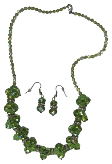 Preload https://item5.tradesy.com/images/green-genuine-glass-set-necklace-759029-0-0.jpg?width=440&height=440