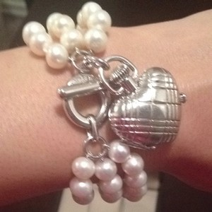 Burberry Burberry Pearl Bracelet With Charm Heart Watch