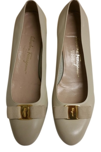 Item - Ivory Pumps Size US 10.5 Wide (C, D)