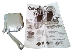 Comphy Feet Silver Flats