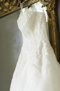 White by Vera Wang Ivory Satin-faced Organza/Lace Illusion Piece Vw351023 Feminine Wedding Dress Size 6 (S)