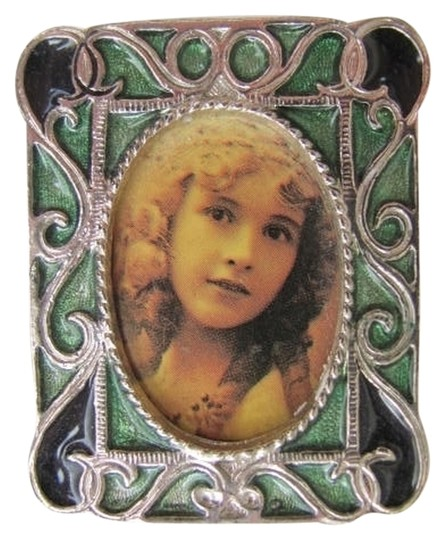Preload https://item3.tradesy.com/images/silver-green-black-picture-frame-pin-760787-0-0.jpg?width=440&height=440