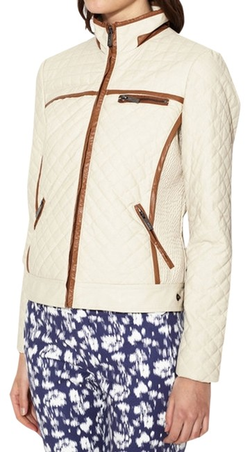 Preload https://img-static.tradesy.com/item/761002/via-spiga-beige-quilted-contract-trim-jacket-size-4-s-0-0-650-650.jpg