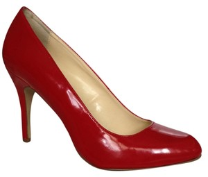 Max Studio red Patent leather Pumps