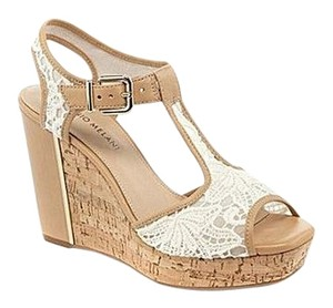 Antonio Melani Ivory, Tan Wedges