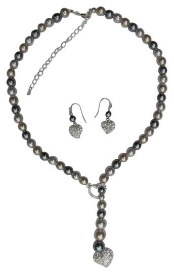 Preload https://item4.tradesy.com/images/gray-white-new-in-box-set-hearts-necklace-762133-0-0.jpg?width=440&height=440