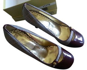 Juicy Couture Cap Toe Cap-toe Gold Patent Leather Plaid Burgundy Pumps