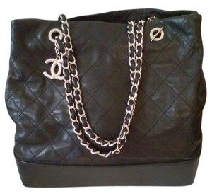Chanel Quilted Lambskin Large Lamb Chain Leather Tote in Black