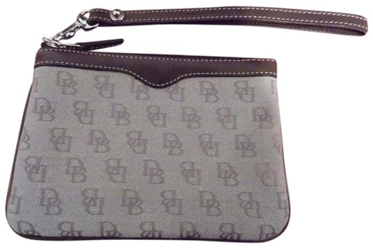 Preload https://img-static.tradesy.com/item/763655/dooney-and-bourke-brown-fabric-w-leather-trim-wristlet-0-0-540-540.jpg