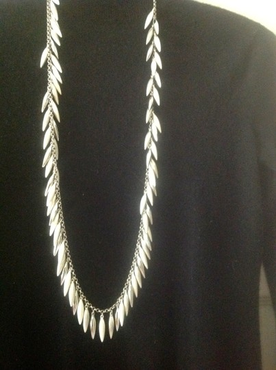Kenneth Cole Dangling necklace
