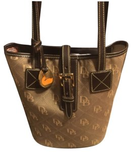 Dooney & Bourke Tote in Tan/Brown