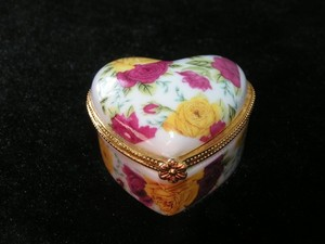 Hand Painted Porcelian Hinged Ring Jewelry Box Free Shipping