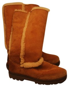 UGG Australia Lined Tan - color is true on first photo. This is not a light tan as photo shows it lighter. Boots