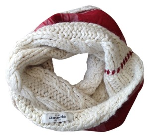 Abercrombie & Fitch Winter White Cable Cowl