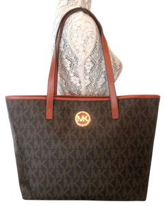 113ba8035deb Michael Kors Jet Set Totes - Up to 90% off at Tradesy