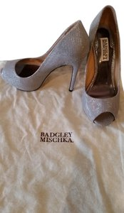 Badgley Mischka Mesh Leather Peep Toe silver Pumps