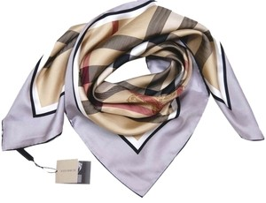 Burberry (NEW W/TAG. SHIP TODAY) BURBERRY Authentic Beige Gray Check Silk Square Scarf