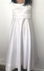 White Poly Satin with Lining and Netting Or Teen's Party Special Occasion * Formal Bridesmaid/Mob Dress Size 2 (XS)