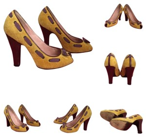 Marc Jacobs Yellow Pumps