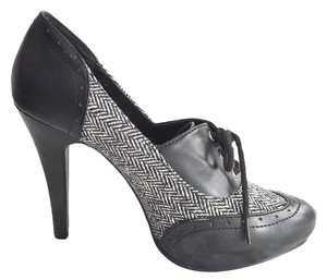Qupid Black and Grey Pumps