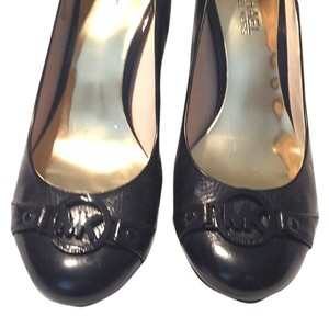 Michael Kors Leather Logo Heel Black patent Pumps