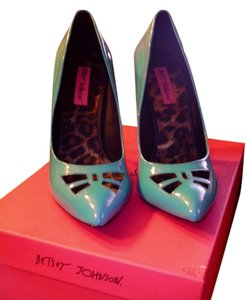 Betsey Johnson teal Pumps