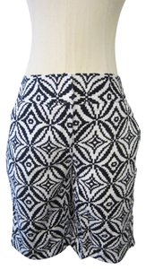 Dana Buchman Shorts Black & White Geometric Pattern