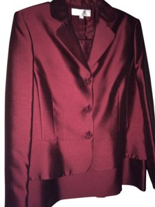Tahari Gorgeous wine suit