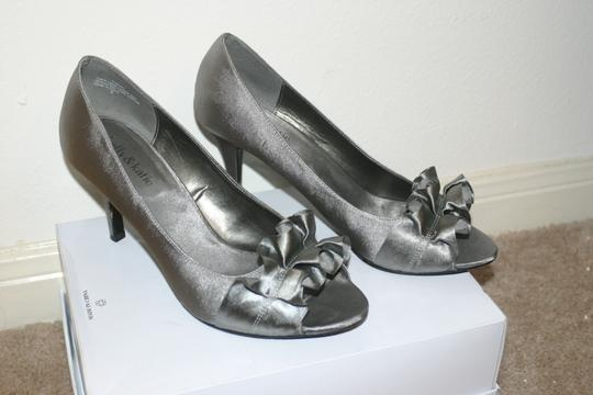 Kelly & Katie grey Pumps