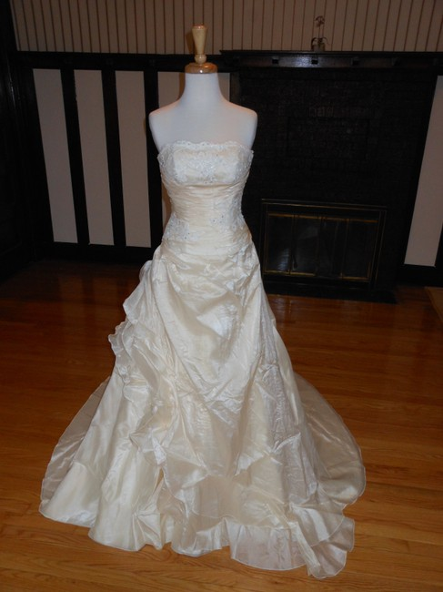Item - Ivory / Peach Satin Formal Wedding Dress Size 0 (XS)