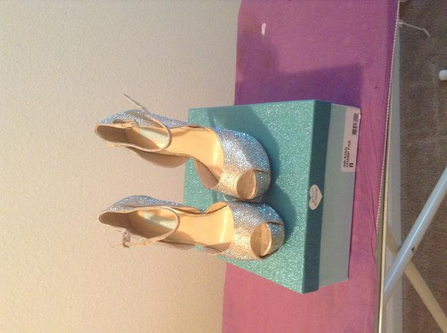 Item - Champagne Never Worn Pumps Size US 8
