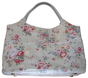 Cath Kidston Day Flowers Spray White Leather Cotton Pvc Coated Durable London Uk Metal Shoulder Travel Tote in Multi