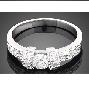 New In Gift Box 18k White Gold Gp Swarovski Crystal Wedding Ring Size 7