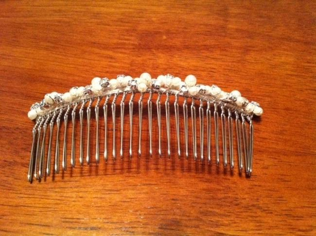 Item - Silver Comb Hair Accessory