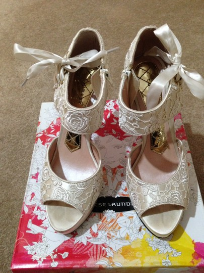 Michael Antonio Ivory Chinese Laundry Head Over Heels Lacy Sandal Pumps Size US 7.5