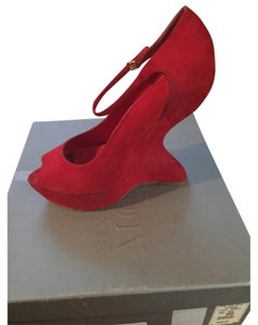 Alexander McQueen Red suede Wedges