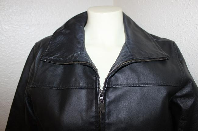 Signature Studio Women's Fitted Zippered Leather Jacket