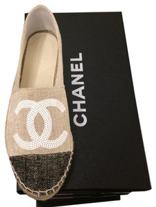 Chanel 2016 Cruise 16c Beige black cap Flats
